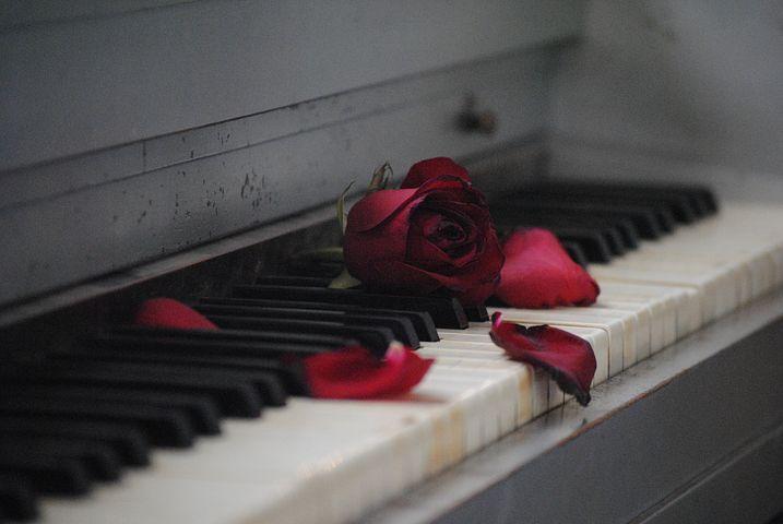 piano-571968__480.jpg